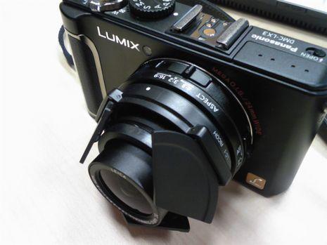 LUMIX LX-3にRICOHの自動開閉式レンズキャップLC-1を取り付けた